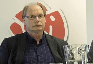 Kenneth Persson (S), ordförande i arbetsmarknads- och socialnämnden i Borlänge, har deklarerat att han vill ha bort EBO helt.
