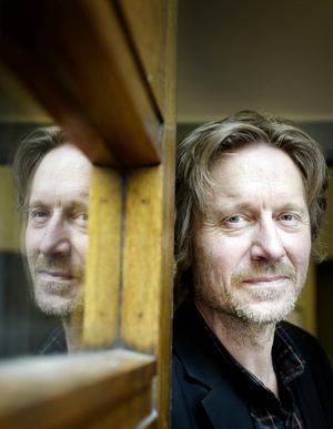 Författaren, krönikören och dramatikern Bengt Ohlsson sätter upp sin nyskrivna komedi