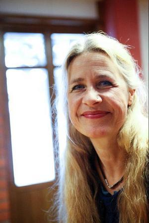 Myriam Lundberg leder kören Mozaik. I morgon ger de konsert i Gamla Kyrkan i Östersund. Temat är, som alltid för kören Mozaik, fred, frihet och mänskliga rättigheter.