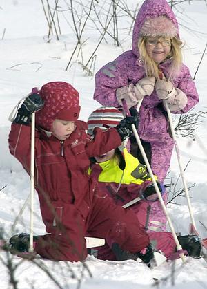 Under Lilla Vasaloppet vid Knåda skola var det som under OS, bökigt i kurvorna.