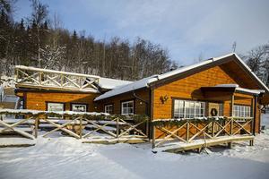 En utbyggnad har gjorts på det redan befintliga huset för att få plats med restaurangen.