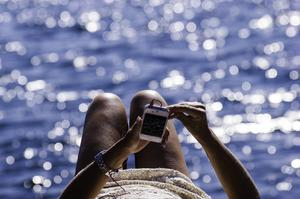 Det är lätt att mobilvanorna följer med utomlands. Det kan bli väldigt dyrt om du inte ser upp.