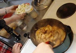Kyckling de lux à la Karla heter grytan som eleverna hoppas ska ta dem till finalen på Operakällaren i Stockholm.