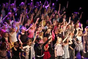 Över 80 elever på scen samtidigt!