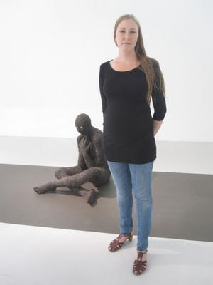 FRAMTIDSVARELSER. Therese Parners skulpturer, nya fantasier om en muterad mänsklighet, visas på Galleri Mejan.