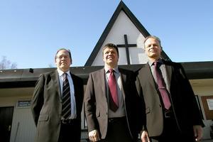 Pär Haglund, Hans Jonsson och Olov Berbres deltog under invigningsgudstjänsten för Centrumkyrkans församling i Alfta.