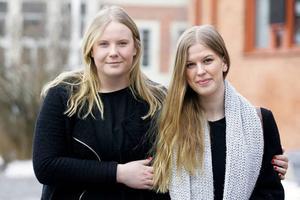Kajsa Malmbo, 19 år och från Vilhelmina går tredje året på humanistiska programmet med inriktning språk. Gruppen har sju elever. Klasskompisen 18-åriga Sanna Mehler från Frösön läser inriktningen kultur. I den gruppen är det 12 elever.
