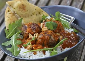 Indiska lammköttbullar med tikka masala-sås, cashewnötter och färsk koriander är mat som verkligen smakar.