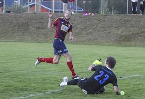 Daniel Andersson missar ett av sina lägen i den andra halvleken.