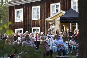 Publiken fick fin kvällssol på Ol-Nils gården i Hårga.