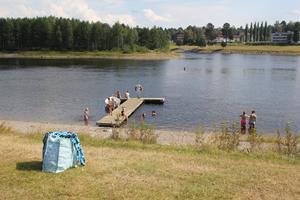 Älven drar många turister till campingen i Sollefteå, både för bad, fiske och den fina utsikten.