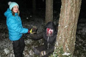 Maja Persson från Frösön visste vad som väntade när hon gick ett varv till och kunde göra en high five med zombiesminkade Henric Gulle från Sandnäset.