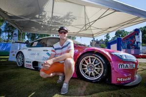 Fredric Magnusson passade på att visa upp sin Citroën under fredagen i Badhusparken. Bilen är sexväxlad med paddlar, har 430 hästkrafter och väger 1 150 kilo. Motorn är en 3.5 liters Nissan medan ramen är Renaultkonstruerad.
