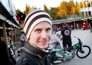 Daniel Davidsson siktar på en topp tio placering när individuella SM i speedway avgörs i Målilla i dag.