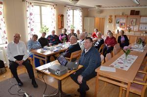 Lennart Ericson berättar om Mullhyttan i gamla tider i Mullhyttans kyrka.