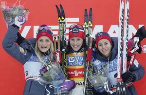 Den norska trion Therese Johaug, Marit Björgen och Heide Weng var överlägsna under söndagens jaktstart på 10 kilometer klassiskt.