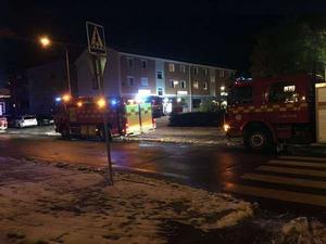 På onsdagskvällen brann det i två flerfamiljshus på Allfarvägen i Borlänge. Räddningtjänst och flera ambulanser ryckte ut.
