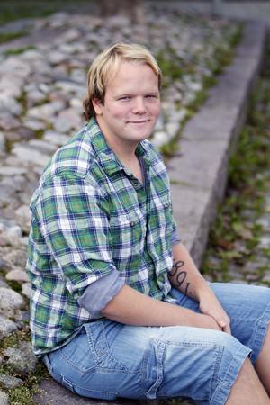 Blivande sjukgymnast? Veckans 20-åring Linus Lindberg arbetar som glasmästarlärling. Men framöver ska han börja studera. Han kan tänka sig att bli sjukgymnast.