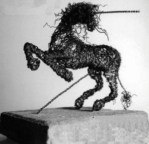 En av Susanne Arnfridssons trådhästar.