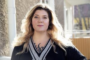 Hon är en aktivist, en person som gör saker för att visa motstånd, säger Angelica Andersson, ordförande för Dalarna mot rasism.