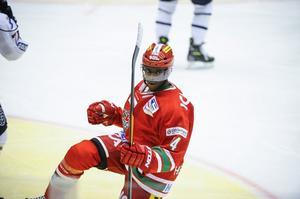 Modoforwarden Edwin Hedberg slåss för om en plats till junior-VM. Då är det viktigt att han visar sig från sin bästa sida i 4-nationsturneringen i Ryssland. Foto: LEIF WIKBERG/ARKIV