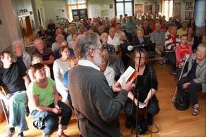 Det blev fullsatt i Skebergs bystuga när författaren Anders Johansson berättade om de norska soldatlägren i byn. – Lägren var topphemliga under andra världskriget, sa Anders Johansson.