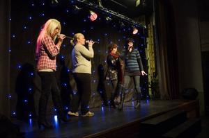 Höstfesten tillförmån för föreningshuset i Hackås går i musikens tecken. Joanna Cardegren, Malin Ivarsson, Catharina Odén, Annica Persson, Cecilia Rönnström och Anna Öberg står för underhållningen.