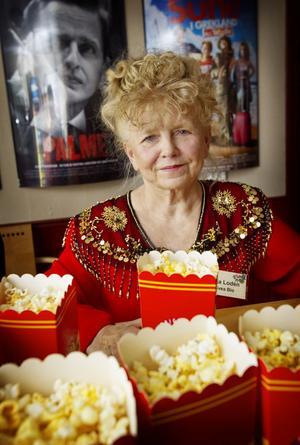 Ilja Lodén hade fullt upp med att poppa popcorn till besökarna.