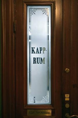 Dörrarna i Gamla Grand är kvar i sitt ursprungsskick.