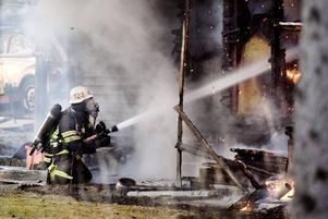FÖRSVAGAD KÅR. Kompetensen blir sämre. Det menar Kommunal då ledningen inom Räddningstjänsten i Norduppland vill ersätta heltidare på natten med deltidsbrandmän.