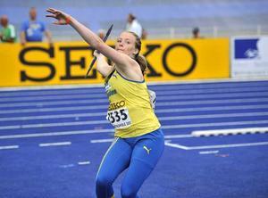 Sofi Flinck slog till med både UVM-silver och svenskt juniorrekord i finalen.