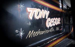 Den gamla lackeringen sedan cirka 30 år tillbaka finns kvar med namnet på senaste ägaren I USA, Tony Gegor från Maryland. Foto: Mikael Forslund