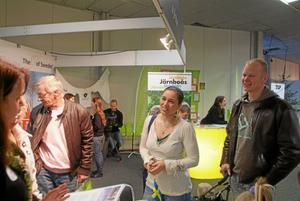 Föll holländarna i smaken. Flera familjer vill komma och se sig om i trakten efter att ha upptäckt Järnboås på emigrantmässan i Utrecht. Bild: Mark van Wessel