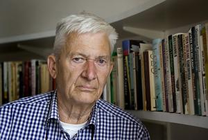Per Olov Enquists självbiografi är en bok om en mycket framgångsrik människas väg mot en personlig katastrof.