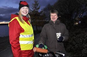 Gudrun Hallberg, th, säger att hon hellre cyklar än ger sig in i rondeller. Tv, Mona Modin Tjulin från miljö- och samhällsnämnden i Östersund