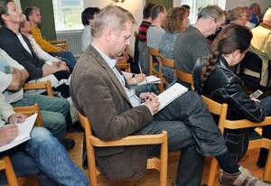 JP Vinds VD Anders Jönsson på vindkraftsmötet i Undersåker den 2 juni där örnförekomsten i Moskogen först kom upp. Nu anklagas bolaget för att försöka skrämma bort örnarna av Ekoturismföreningens ledare Maria Kjellström.