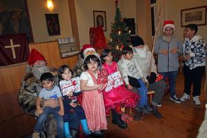 På juldagen bjöd Nås missionsförsamling  in alla asylsökande vid Legoland och även andra som flyttat från Nås till traditionellt  julfirande i missionshuset. Sedan man började med Coffe House varje onsdag i missionshuset 2011 har verksamheten växt och blivit en viktig samlingspunkt. Under julfirandet bjöds det på god mat och underhållning. Som avslutning kom tre tomtar och delade ut paket till alla barn.
