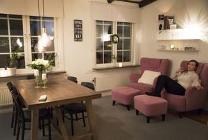 Ett stort matbord med plats för flera i stället för soffa. Så prioriterade Towa Lindberg.