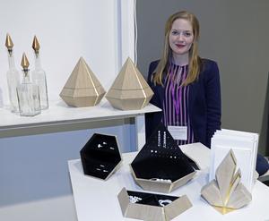 Lykalia K kallar Kristina Larsson sitt företag. Hon arbetar i trä och har bland annat skapat detta smyckeskrin i ek som ser ut  som en diamant. Den har en fantastisk precision och garanterat plats för många smycken. Ungefär 9000 kronor kostar det. Läs mer på www.lykaliak.se