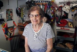 På Festyran har många hyrt sina utstyrslar för maskerader och fester under åren. Harriet Engström vill att verksamheten ska fortsätta och att någon tar över.