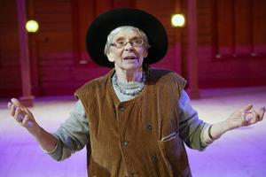 Cecilia Bruce som rallaren i Messmörsteaterns nya föreställning