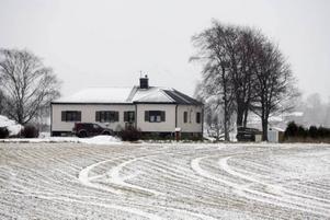Den 59-årige mannen hyrde fram tills nyligen det här huset utanför Stockholm.