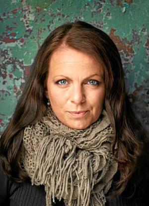 """Författaren och journalisten Katarina Wennstam fortsätter skriva om mäns våld i nya """"Svikaren""""."""