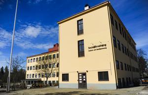 Socialförvaltningen i Bollnäs hyr in en socialsekreterare för 112 000 kronor i månaden.