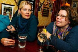 """""""Aldrig mer än femton kronor.""""Katarina Hellström och Barbro Nordström skulle aldrig drömma om att avrunda uppåt eller ge tio procent."""