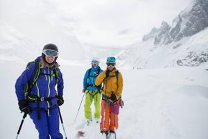 Bergsguiden Liz Smart, till vänster, och Eva Eskilsson från Sundsvall är två av få kvinnliga bergsguider i Chamonix.