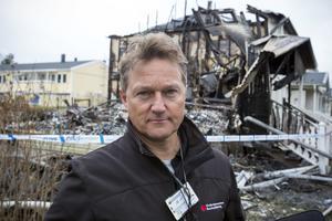 Restvärdesledare Håkan Andersson inventerar skadeläget åt de drabbade boende och deras försäkringsbolag.