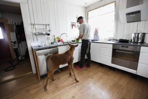 Ruben äter 4 liter mjölkersättning om dagen. Christer Kellgren kan numer pusta ut då Ruben slutat äta på nätterna.