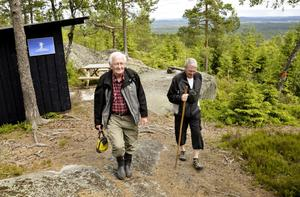 Vandringslust. Efter en välbehövd vila vid Saxeknut ger sig Åke Nyström och Göran Hagssten sig iväg på Silverleden igen. BILD: BIRGITTA SKOGLUND