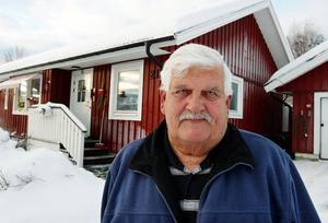 – I nästan två månader gick Gunnar hemma med svår värk eftersom Östersunds sjukhus missat att han brutit nacken.